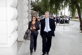 JOSEP MELIA Y CATALINA JULVE EN LA REUNION CON EL GOVERN PARA TRATAR LOS PRESUPUESTOS.