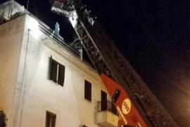 Un incendio en un edificio de Son Gotleu obliga a los vecinos a refugiarse en la azotea