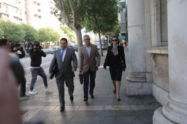 Los catedráticos Escribá y Busquets declaran ante el juez por el 'caso Minerval'