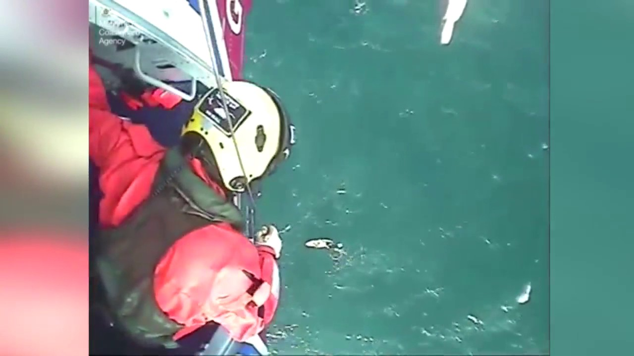Un surfista ha sido rescatado después de pasar 32 horas perdido en el mar