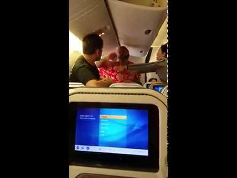 Pelea entre dos pasajeros de un avión