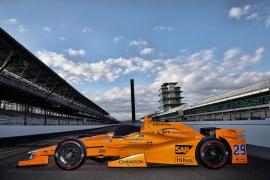 McLaren muestra el coche de Fernando Alonso para las 500 Millas de Indianápolis