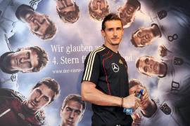 - El futbolista alemán Miroslav Klose acude a una rueda de prensa