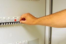 Alarma entre los abonados ante las fuertes subidas de la factura de la luz