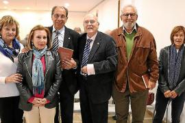Presentación del libro 'Flaixos de la Memòria. Anècdotes d'un jubilat ben actiu' de Jaume F. Mulet