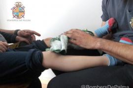 Los Bomberos de Palma rescatan a un niño que había quedado atrapado en un sofá