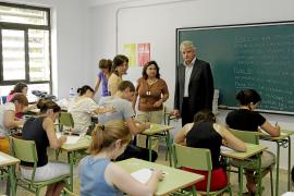 El Govern limita a 150 plazas en Educación su convocatoria de oposiciones para este año
