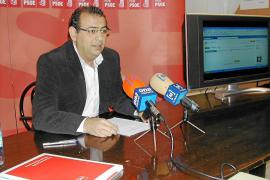 El candidato del PSOE publica en la red social Facebook su renta y sus bienes patrimoniales