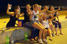 Salut intensificará la prevención del consumo de alcohol entre los menores