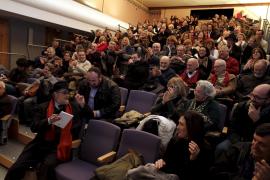 Amigos y colegas rinden un emotivo homenaje al escritor Antoni Serra