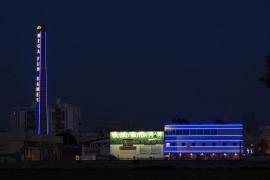ARCA pide a Cort que retire unas luces de neón colocadas en la chimenea de la fábrica Ilma