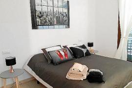 Investigan pisos de protección oficial que se alquilan para turistas