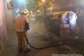 Pequeño incendio junto a unos contenedores en Palma