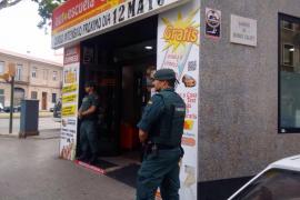 La Guardia Civil registra varias autoescuelas en Palma por fraude