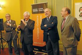 Vicenç Villatoro toma oficialmente las riendas del Institut Ramon Llull