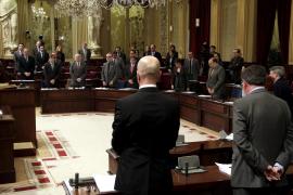 El PP acusa al Govern de ineficacia y la izquierda le recuerda su corrupción