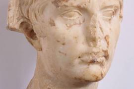 El busto de Augusto de Can Pueyo suscita el interés de los compradores