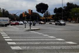 La Policía Local regula el tráfico en el Paseo Marítimo por un fallo en los semáforos
