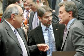 CiU asegura que la Generalitat «casi no puede pagar las nóminas» de sus funcionarios