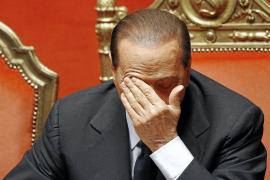 Hallada la cuenta desde la que Berlusconi pagaba a las chicas de sus fiestas