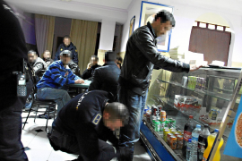 La Policía irrumpe en una timba en un bar de Son Gotleu y detiene a dos personas en situación ilegal