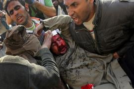 PARTIDARIOS DE MUBARAK SE ACERCAN A LOS MANIFESTANTES EN LA PLAZA TAHRIR