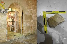 Arrestado en Alcúdia por desvalijar cinco tiendas rompiendo el cristal a pedradas