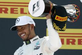 Hamilton se impone en el Gran Premio de Barcelona; Alonso, duodécimo