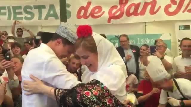 Errejón se marca un chotis y pediría a San Isidro que «librara» a España de Rajoy