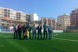 Termina la instalación de césped artificial en el campo de fútbol de La Antoniana