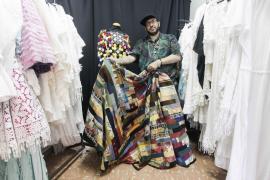 Tony Bonet trabaja en la colección con la que desfilará en la Pasarela Adlib