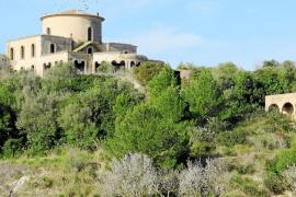 El fallecido compositor John Barry deja en la Isla una mansión en ruinas construida en los 70