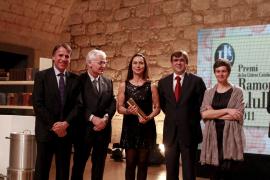 Nuria Amat gana el Llull con una obra que desvela secretos de Ramon Mercader