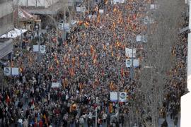 Miles de personas marchan contra la 'tregua trampa'