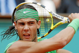 Nadal cede la raqueta de Roland Garros 2008 en favor de un niño afectado por meningitis