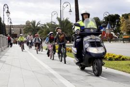 La Bicifiesta animó a más de un centenar de personas a recorrer el centro de Ciutat