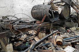 Un incendio pone en riesgo la fábrica de Destilerías Fuster