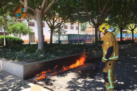 Los Bomberos de Palma apagan un incendio en el Parc de les Estacions