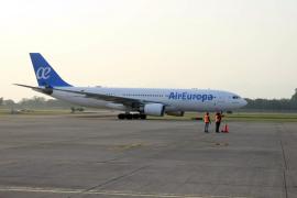 Un avión de Air Europa regresa al aeropuerto de Miami tras el impacto de un rayo