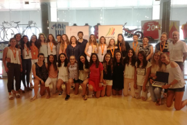 La selección balear cadete femenino y el Club Voleibol Sóller reciben un reconocimiento como campeonas de España