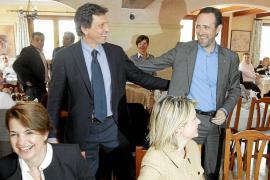 Dirigentes del PP empujan a Bauzá para que se presente al congreso de Palma