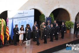 Un total de 58 agentes de la Policía Local reciben medallas al mérito por su labor