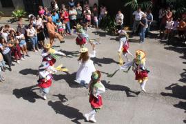 Las danzas y los colores de los Cossiers dan vida a las fiestas de Manacor