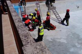 Rescatan a una mujer herida grave al caer de un 'safareig' en sa Pobla
