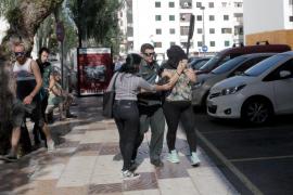 Llegada a los Juzgados de Ibiza de la mujer detenida tras el incendio de Sant Antoni