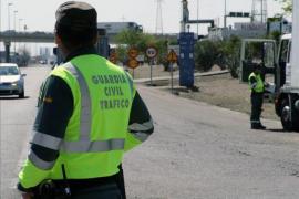 La Guardia Civil investiga al conductor de una furgoneta en la que viajaban 27 personas