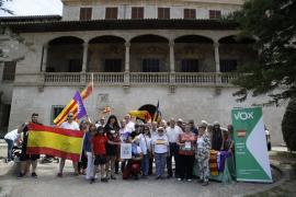VOX Baleares se concentra bajo el lema 'Contra la imposición del catalán, balear sí, español también'