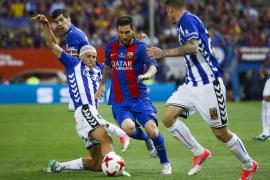Messi y Neymar consuelan al Barcelona en la despedida de Luis Enrique