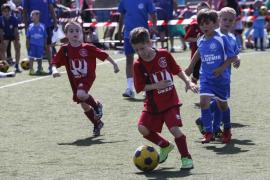 Tercera Trobada d'Escoletes de Futbol de la Penya Blanc-i-Blava (Fotos: Arguiñe Escandón)