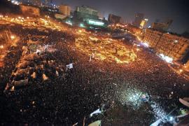 Mubarak se aferra al poder
